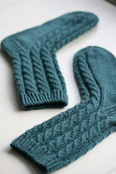Tiina puikoissa: neule-elämä Wool Socks, Knitting Socks, Knitting Patterns Free, Free Knitting, Teal, Turquoise, Boot Cuffs, Mittens, Diy And Crafts