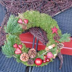 Dørkrans jul kongler mose furu kuler.  Christmas wreath