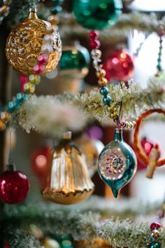 Vintage Christmas Ornaments That Take Us To A Stroll Down Memory Lane 04 Vintage ornaments all teh way. Vintage Ornaments are the best. Kate Headley is a wedding & lifestyle photographer based in DC/NYC. The style of glass ornaments I remember on Grandma Antique Christmas Ornaments, Noel Christmas, Vintage Ornaments, Retro Christmas, All Things Christmas, Winter Christmas, Christmas Tree Decorations, Christmas Bulbs, Diy Ornaments