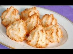 Sugared Macaroon~~The sweet, chewy goodness of baked macaroons flavored with creamy coconut, sugary meringue and a hint of musk. Passover Recipes, Jewish Recipes, Jewish Desserts, Passover Desserts, Jewish Food, Just Desserts, Delicious Desserts, Yummy Food, Coconut Meringue Cookies Recipe