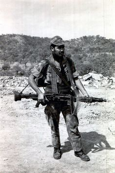 Portuguese commando in Africa with a MG3 LMG.