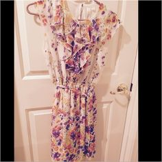 Beautiful spring dress🌸💐BOGO💐🌸 Just in time for Easter. Worn only once. This is a beautiful sleeveless spring colored dress of white, lavender and orange. Emma & Michele Dresses