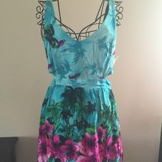 Forever 21 summer dress Adorable forever 21 Hawaiian print summer dress with cut out sides in excellent condition. Forever 21 Dresses Midi