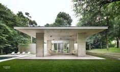 Philip Johnson built this massive home which was completed in The home was commissioned by Henry C. and his wife, Patricia, in Dallas. Philip Johnson, Glass Pavilion, Archi Design, Pool Cabana, Container Architecture, Concrete Houses, Modern Bungalow, Luxury Homes Dream Houses, Glass House