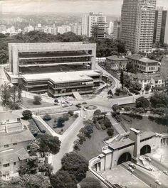 1967 São Paulo - MASP visto pelos fundos onde aparece o túnel da Av 9 de Julho. A frente do MASP é na Av Paulista