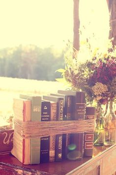 Creative Juices for Decor: Ideas on How to Decorate Your Decor with Vintage Books