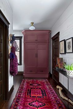 How To Decorate Your Hallway Successfully - Interior Decor and Designing Commercial Interior Design, Commercial Interiors, Architecture Temple, Design Studio, House Design, Tapete Gold, Amber Interiors, Colorful Interiors, Ikea