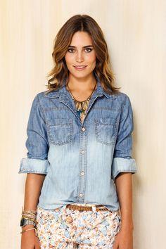 Camisa jeans são uma tendência interessante para as mulheres.