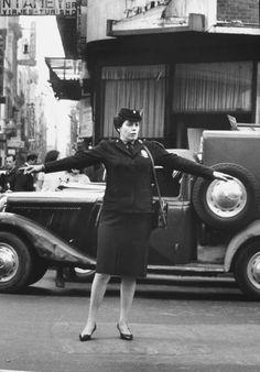 Fotos de Buenos Aires de los años 40 - Taringa! Argentina Travel, Pope Francis, City Life, European Fashion, Vintage Photography, South America, Life Is Good, Have Fun, Nostalgia