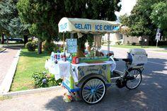 Der Eiswagen. Die Eiswagen. Beim Eiswagen gibt es leckeres Speiseeis.