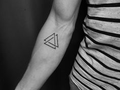 10 Viking Tattoos and Their Meanings Valknut consisted of three i., 10 Viking Tattoos and Their Meanings Valknut consisted of three interlocking triangles that pointed upwards. In many depictions, the Va. Model Tattoos, Dreieckiges Tattoos, Forearm Tattoos, Body Art Tattoos, Tattoos For Guys, Tattoos For Women, Tattoo Ink, Tattos, Tattoo Wolf