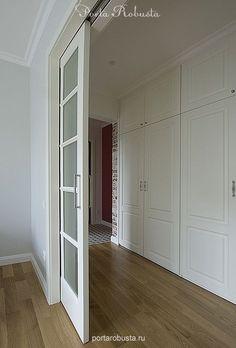 Крашенная двухстворчатая раздвижная дверь со стеклом премиум класса. Межкомнатные двери на заказ в Москве