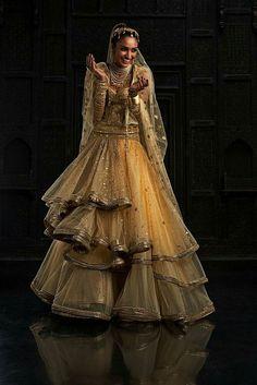 Восточная красота в творениях индийского модельера Tarun Tahiliani