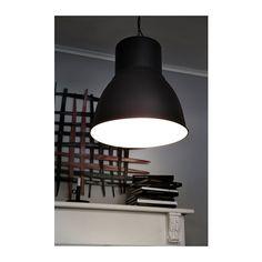 HEKTAR Candeeiro suspenso IKEA Este candeeiro oferece uma luz agradável e difunde uma boa iluminação direta por cima da mesa ou balcão.