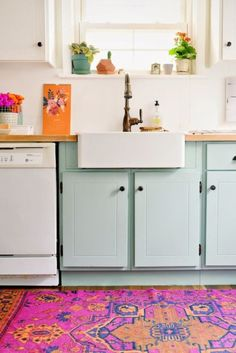 Unexpected Colorful Kitchens roundup from designer Lesley Myrick | Aqua and pink kitchen