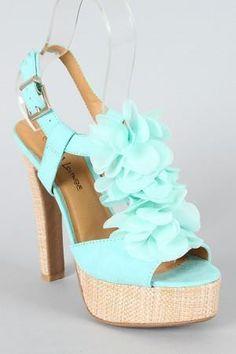 bellas sandalias celestes pastel