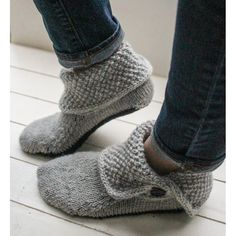 Button Boots Knitting pattern by Bekah Knits Style these slipper boots three different ways … fully buttoned, folded over, or buttoned down. Keep your feet comfy and classy through fall Knitted Slippers, Crochet Slippers, Knit Slippers Free Pattern, Knit Sock Pattern, Crochet Slipper Boots, Knit Boots, Knitting Socks, Knitting Stitches, Loom Knitting