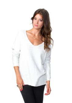 Comfy pullover in white.