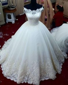 Real Images Lace Ball Gown Wedding Dresses Appliques Off The Shoulder Sweep Train Lace Tulle Wedding Gowns Lace-up Back Bridal Gowns