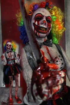 Creepycollection Props New 2017 Haunted House Halloween props. Creatures and Giants we have the best props and the best prices. Halloween Decorations To Make, Halloween Party Themes, Halloween Projects, Halloween Stuff, Halloween Ideas, Scary Haunted House, Halloween Haunted Houses, Haunted Props, Evil Clowns