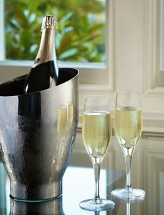 http://tunbridgewells.so/food-drink/5-hotel-launches-new-1608-champagne-bar