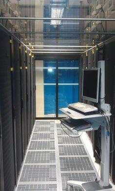 Porte coulissante et vitrage pour un Data center