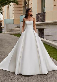 Wedding Dress Crafts, Fancy Wedding Dresses, Minimalist Wedding Dresses, Wedding Dress Boutiques, Luxury Wedding Dress, Wedding Dress Trends, Princess Wedding Dresses, Perfect Wedding Dress, Designer Wedding Dresses
