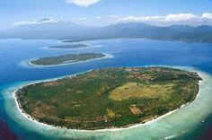 Tiga Gili merupakan pulau-pulau kecil di Pulau Lombok, yang indah menawan dengan pasir putih dan keindahan bawah lautnya.