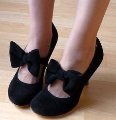 "oh my gosh i love these! Irregular choice bow shoes on ""un oeil sur la mode"" blogspot"