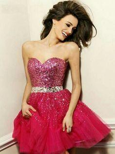 Un hermoso vestido rosa.