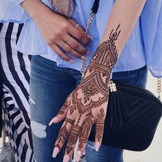 44 Simple And Easy Henna Tattoo Designs That will Attract Beauty - Tattoos - . Henna Hand Designs, Henna Tattoo Designs, Pretty Henna Designs, Modern Henna Designs, Mehndi Designs For Hands, Henna Tattoo Hand, Simple Henna Tattoo, Henna Mehndi, Easy Henna
