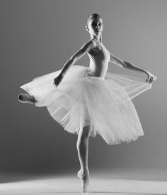 Ballet, ballerina, female, woman, gracious, yndefuld, beauty, beautiful, shadow and light, photograph, photo b/w.