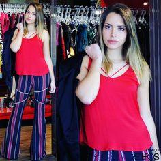Aposte nas calças #flare para montar um #look casual! Ficam lindas com blusinhas mais larguinhas e não podem faltar no seu closet! #MorenaRosa #Inverno2016 #EspaçoElfos #seuespaçoseuestilo