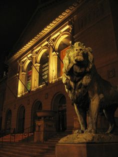 One of the two bronze lion statues that flanks the entrance to the Art Institute of #Chicago.