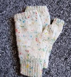if you've ever wondered how to knit a pair of fingerless mittens, this Easy Fingerless Mitts Free Knitting Pattern is just for you. Knitted Mittens Pattern, Fingerless Gloves Crochet Pattern, Fingerless Gloves Knitted, Knit Mittens, Beginner Knitting Patterns, Free Knitting, Knitting Projects, Knitting Tutorials, Knitting Machine