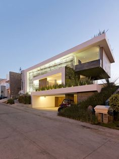 Casa Vista Clara by Linea Arquitectura. Be inspired by leading architects Modern Architecture House, Modern Buildings, Beautiful Architecture, Residential Architecture, Modern House Design, Architecture Details, Interior Architecture, Modern Exterior, Exterior Design