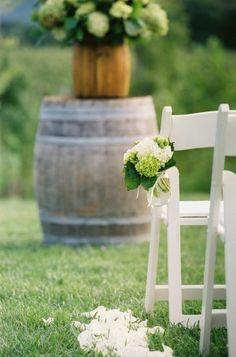 hydrangea mason jar aisle flowers for vineyard wedding ceremony | Photography: Jen Fariello Photography