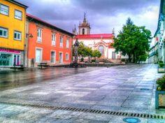 Boa noite :D Dias de chuva aos soluços. Na imagem a Praça Municipal de Arcos de #Valdevez na tarde de hoje. - http://ift.tt/1MZR1pw -