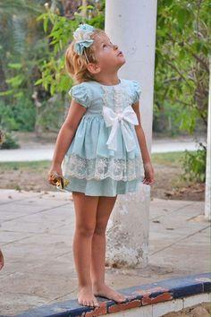 Vestido de niña, cortito, con braguita. Colección Leonor. Primavera verano. Disponible en nuestra tienda online www.azulylimon.com #vestidoniña# #vestidofiesta# #verano#
