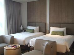 Crowne Plaza Changi Airport Hotel: spacious twin bed room