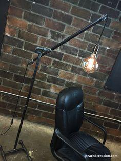 Lámpara de pie industrial - articular polea lámpara - colgante Edison - Steampunk muebles por newwineoldbottles