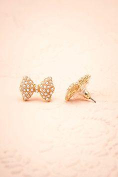 Talo ♥ Boucle et perles pour un look classique et mignon.   Bow and pearls for a cute classic look.    Dimensions: 2 cm x 1.5 cm