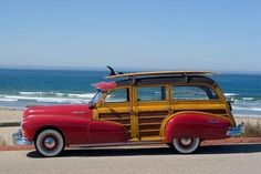 Classic late-forties Pontiac surf woody makes the beach scene. Volkswagen, Vw T1, Fiat 500, Vintage Cars, Antique Cars, Vintage Decor, T1 Bus, Automobile, Beach Cars