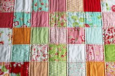 Sewing a super easy baby quilt using precuts! Quilting Projects, Baby Quilts, Super Easy, Blanket, Sewing, Blog, Pattern, Fabric, Photography