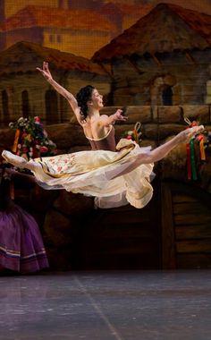 "Natalia Osipova in ""Laurencia"" at Mikhailovsky Theatre. Photo by Stas Levshin"
