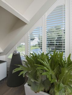 curtains or blinds on triangle windows Cool Curtains, Curtains With Blinds, Blinds For Windows, Window Curtains, Sunroom Blinds, Arch Windows, Roof Window, Window Shutters, Window Coverings