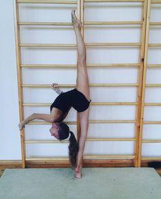 Dance Flexibility Stretches, Gymnastics Flexibility, Gymnastics Workout, Flexibility Workout, Rhythmic Gymnastics, Stretching, Nike Dance, Dancers Body, Dance Poses