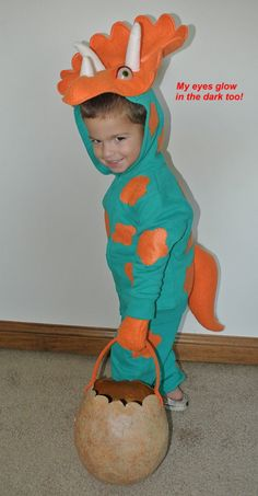 Cadens Triceratops Costume SIDE VIEW  sc 1 st  Pinterest & FREE Triceratops Costume Sewing Pattern | Sewing patterns Fun ...