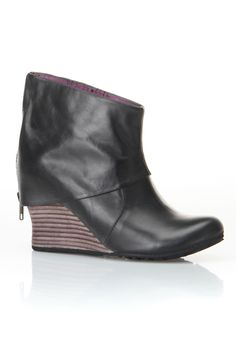 Jump Ladies' Pat Bootie In Black