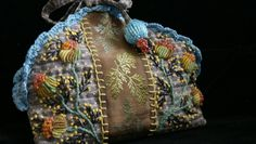 la pochette à bobines... Ribbon Embroidery, Embroidery Stitches, Textiles, Cecile, Ribbon Work, Handmade Bags, Beautiful Bags, Pin Cushions, Textile Art